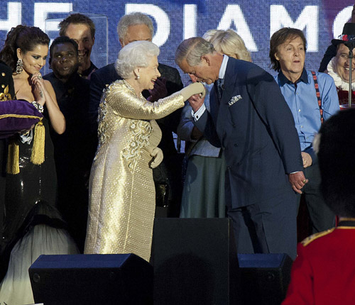 El giro del Príncipe de Gales y la Duquesa de Cornualles... hacia el trono