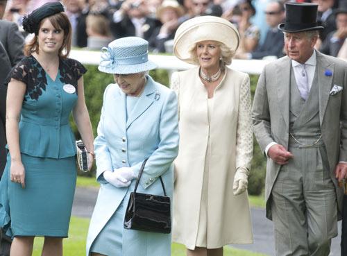 La reina Isabel II inaugura las primeras carreras de Ascot que tienen estrictas normas de estilo