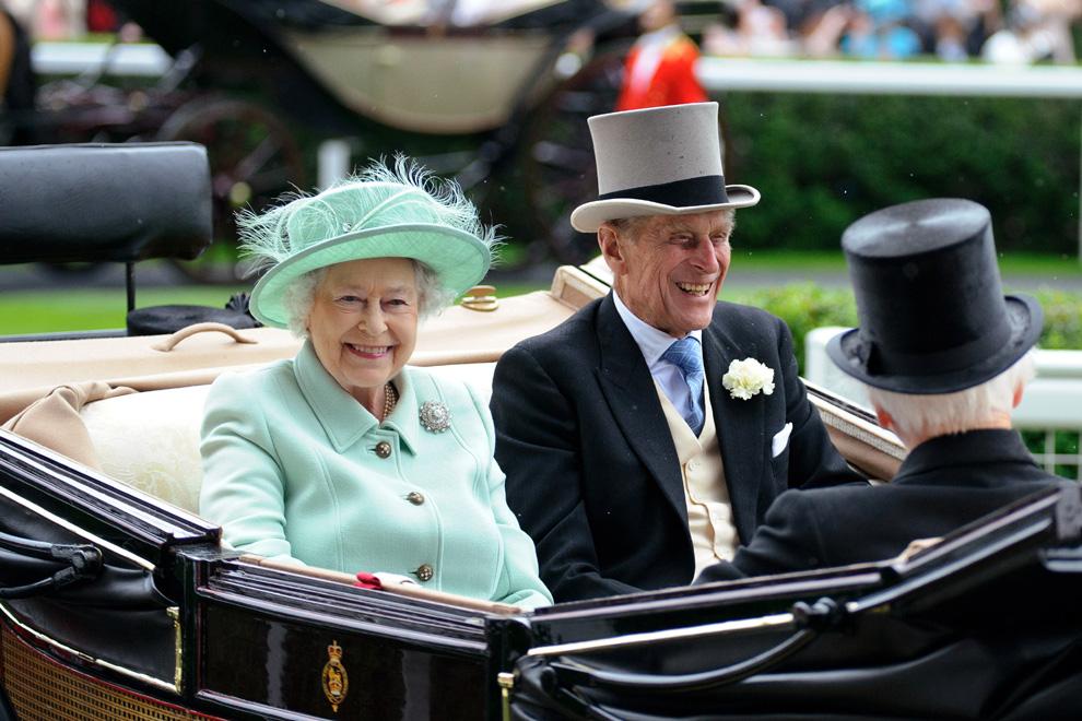 Los padres de la duquesa de Cambridge, protagonistas del tercer día de las carreras de Ascot