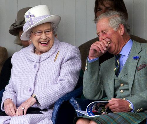La imagen más divertida de Isabel II con su hijo Carlos de Inglaterra