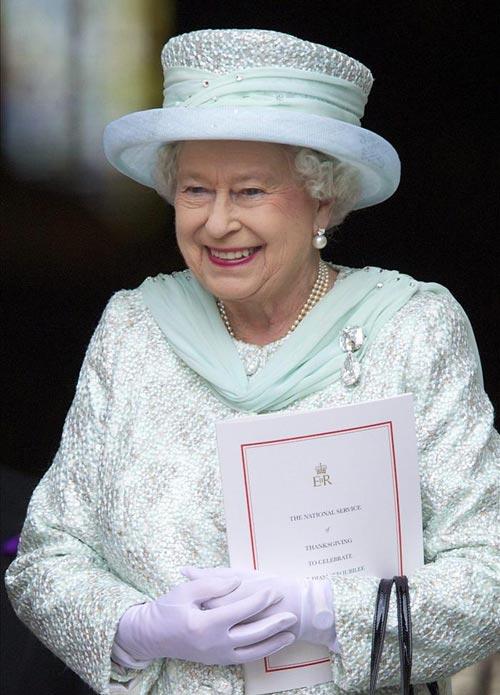 Se busca criada de confianza, interesados contactar con la reina Isabel...