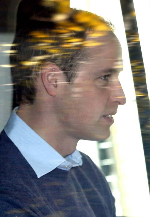 El príncipe Guillermo regresa al hospital para estar con la duquesa Catherine, que responde bien al tratamiento