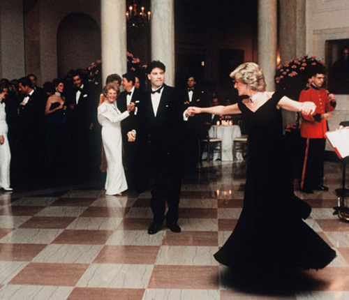 Un británico compra un vestido de Diana de Gales por 278.400 euros para sorprender a su esposa