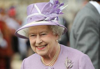 La reina Isabel supera la crisis: tendrá 5,8 millones de euros más en su presupuesto anual