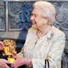 La reina Isabel, 'la chica Bond más memorable', recibe un Bafta honorífico