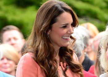 En su segundo aniversario de boda, la Duquesa de Cambridge visita un hospital infantil