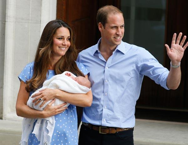Los Duques de Cambridge presentan a su hijo: 'Tiene un buen par de pulmones'