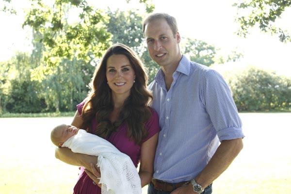 Los Duques de Cambridge muestran las primeras fotografías de su hijo George