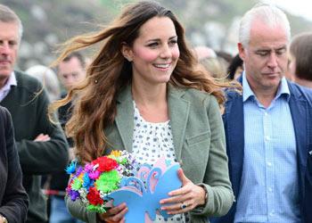 La Duquesa de Cambridge reaparece por sorpresa en un acto oficial junto al príncipe Guillermo