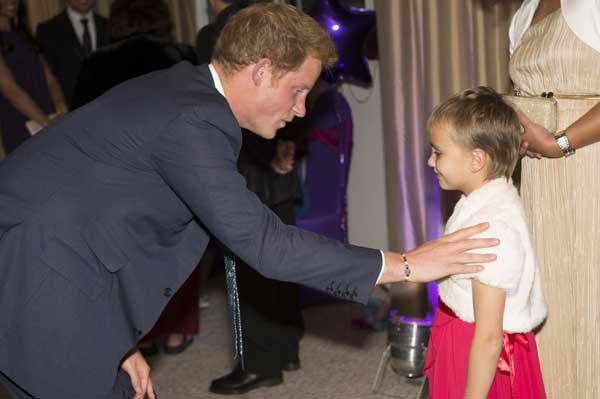 El príncipe Harry revela que ha visto sonreír por primera vez a su sobrino, el pequeño George