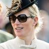 Zara Phillips deja a su bebé en casa para asistir al Festival de Cheltenham