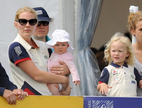 Mia, hija de Zara Phillips, el 'pequeño juguete' de la familia