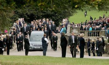 Cocineros y granjeros de uniforme, aristócratas y la realeza... el cortejo fúnebre que parecía sacado de 'Downton Abbey'