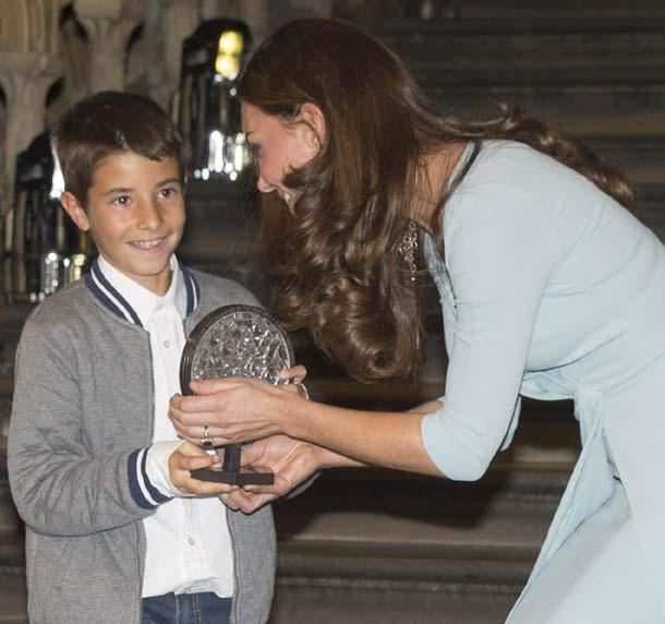 Entrevistamos a Carlos Pérez Naval, el niño español que recibió un prestigioso premio de manos de la Duquesa de Cambridge: 'Yo no la conocía, me dijeron luego quién era'