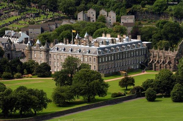 Castillos palacios y fincas todas las casas donde viven for Como llegar a jardines de la reina cuba
