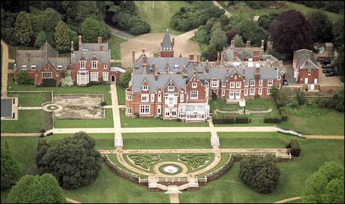 Castillos, palacios y fincas… Todas las casas donde viven la reina Isabel II y su familia