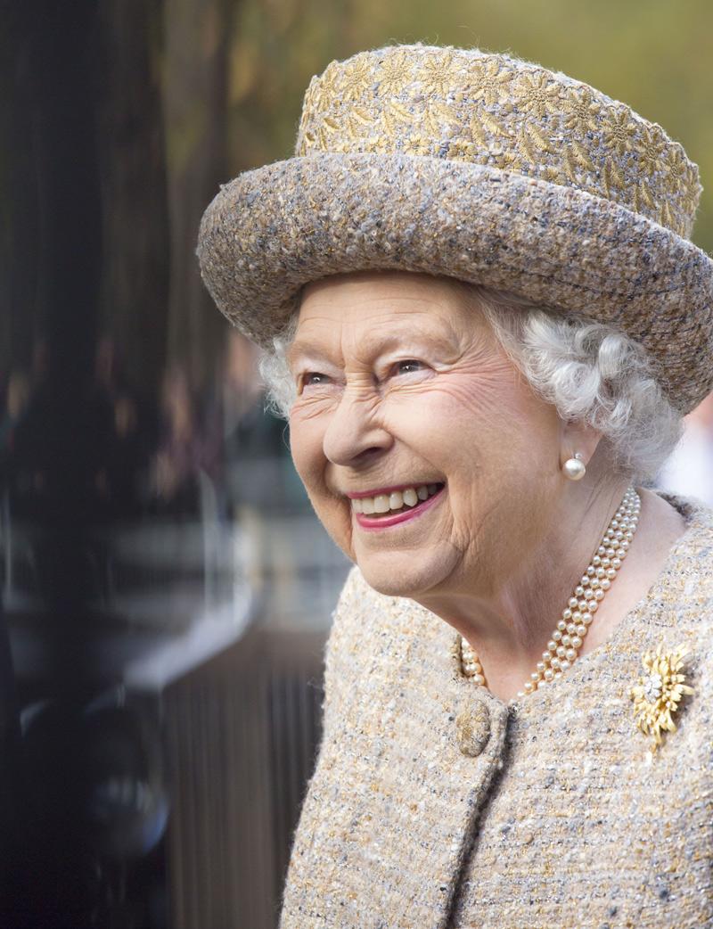 La reina isabel asiste al bautizo de su bisnieta mia la for La regina anne casa