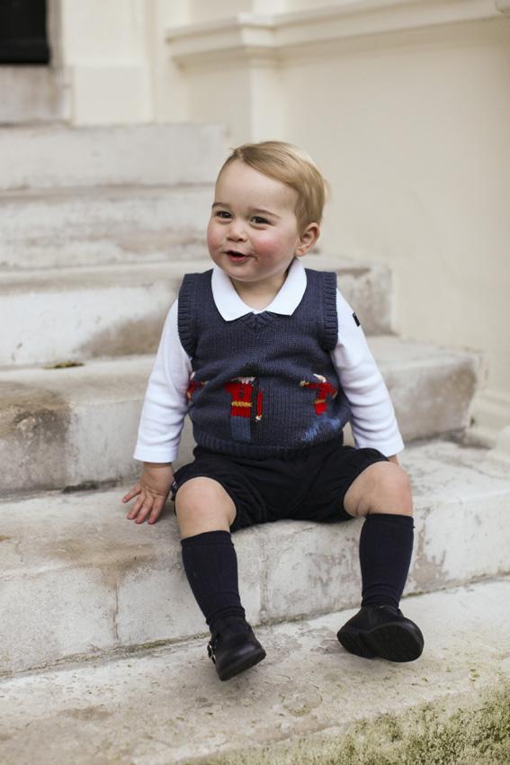 Nuevas imágenes del príncipe George, un regalo de Navidad adelantado