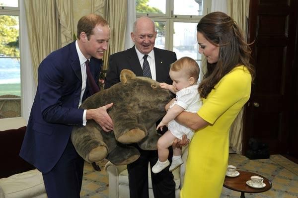 Casi 800 regalos para el príncipe George en 2014