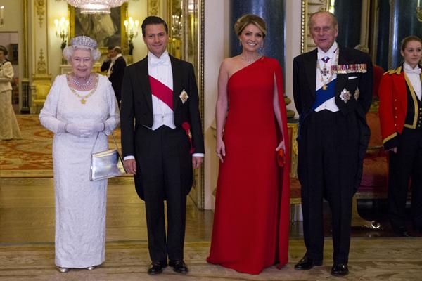 Del Palacio de Buckingham a 'Downton Abbey': la Primera Dama de México vuelve a sus raíces y visita el set de rodaje de la famosa serie junto a la Condesa de Wessex