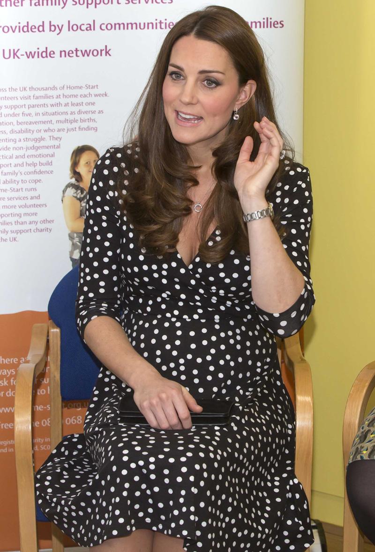 La Duquesa de Cambridge da pistas sobre la fecha real en que sale de cuentas