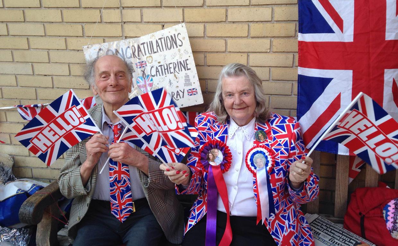 Banderines, pancartas, sombreros... ¡Todo listo para el nacimiento del segundo hijo de los Duques de Cambridge!