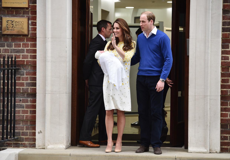 Solo nueve horas después de su nacimiento... Los Duques de Cambridge presentan al mundo a su hija