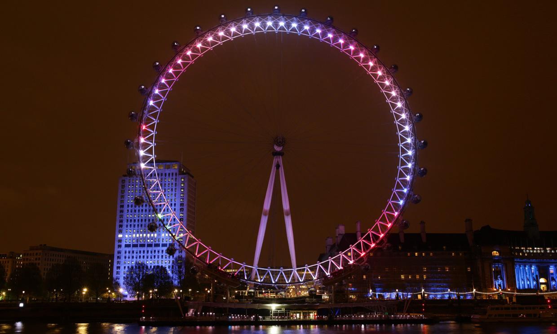 Londres se tiñe de rosa para celebrar el nacimiento de la princesa de Cambridge