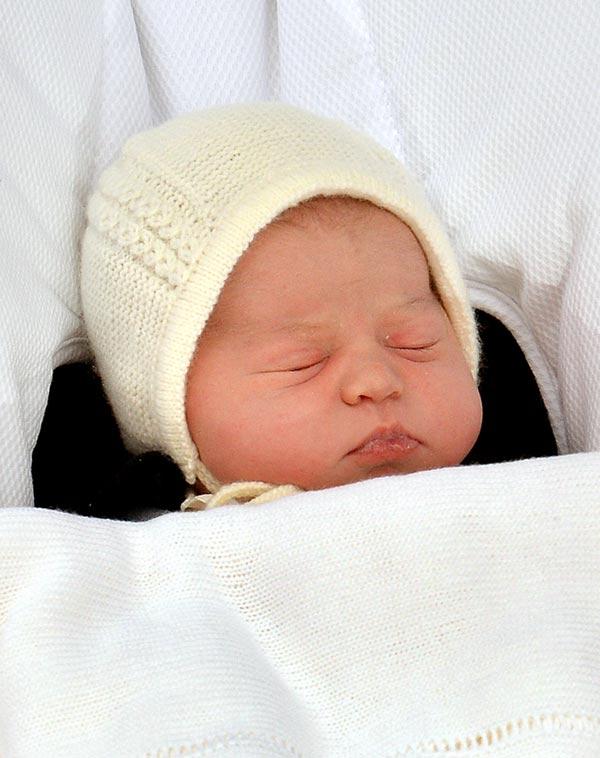 Los Duques de Cambridge ya han decidido el nombre de su pequeña, pero lo harán público cuando el príncipe Guillermo informe a la Reina en persona