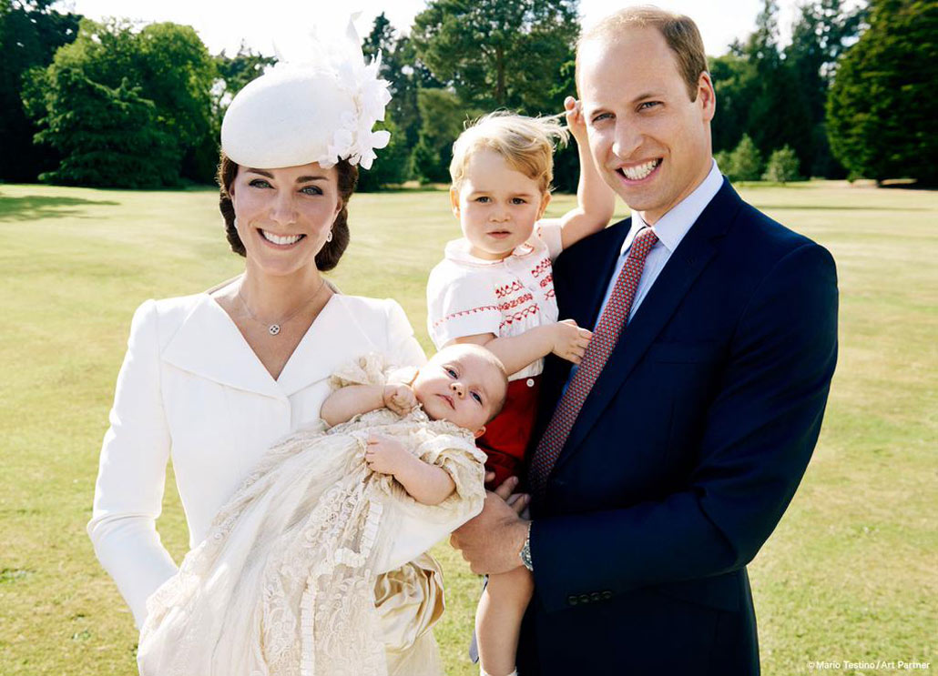 Así ha retratado el fotógrafo de Diana de Gales el bautizo de Charlotte de Cambridge