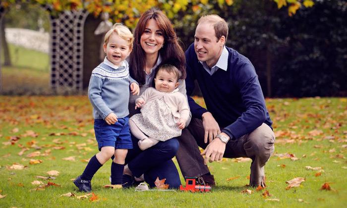 Los príncipes George y Charlotte de Cambridge ¡nos felicitan la Navidad!