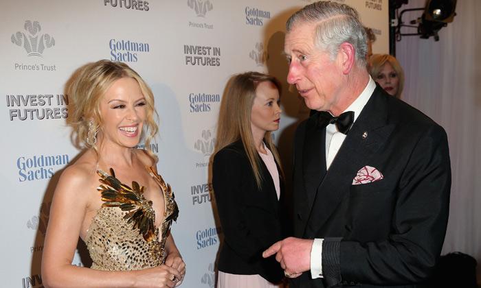 Kylie Minogue 'cautiva' al príncipe Carlos