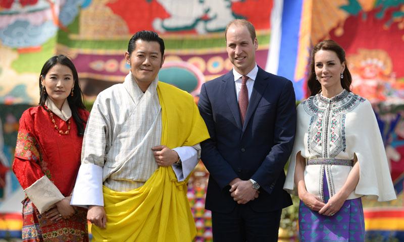 El esperado encuentro de los Duques de Cambridge con los 'Guillermo y Catherine del Himalaya'