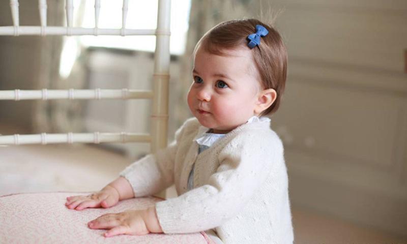 Las preciosas fotografías de Charlotte de Cambridge con motivo de su primer cumpleaños
