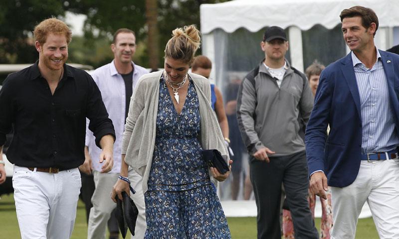 Harry de Ingalterra, el jugador de polo Nacho Figueras y su mujer, la modelo Delfina Blaquier, en el reñido torneo de polo más amistoso