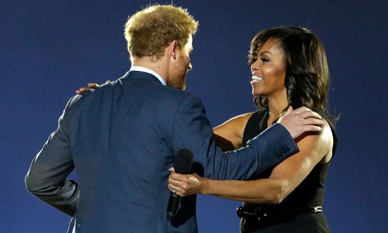 Harry de Inglaterra inaugura orgulloso sus Juegos Invictus junto a Michelle Obama: 'Él es nuestro príncipe azul'