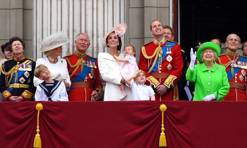 La princesa Charlotte, protagonista con su adorable reacción en su primer saludo desde el balcón de palacio
