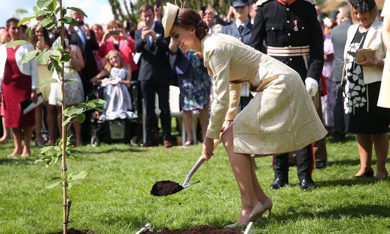 La Duquesa de Cambridge planta 'glamour' en la fiesta del Jardín del castillo de Hillsborough