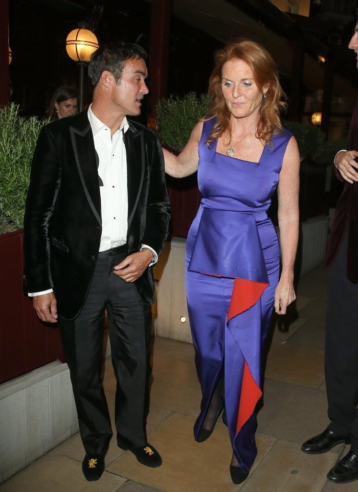 Sarah Ferguson disfruta de la noche de Londres en la buena compañía ...