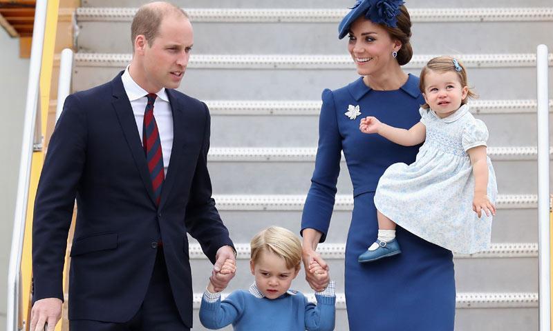 George y Charlotte de Cambridge 'eclipsan' hasta a sus padres a su llegada a Canadá