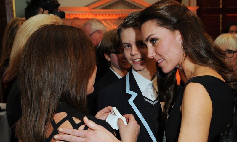 Las lágrimas de una madre arrancan un sentido abrazo a la Duquesa de Cambridge en los Premios Place2Be: 'Tenía que hacer eso como madre'