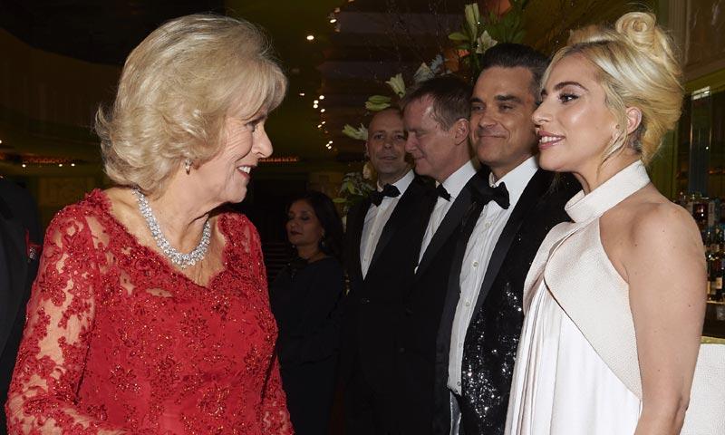 La Duquesa de Cornualles sorprende a Lady Gaga diciéndole qué tienen en común