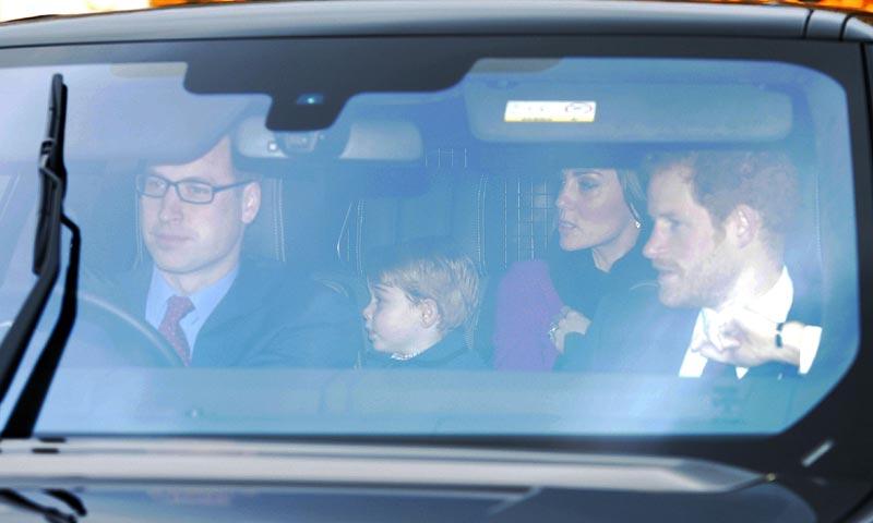 Con los príncipes George y Charlotte al frente, arranca la Navidad de los Windsor