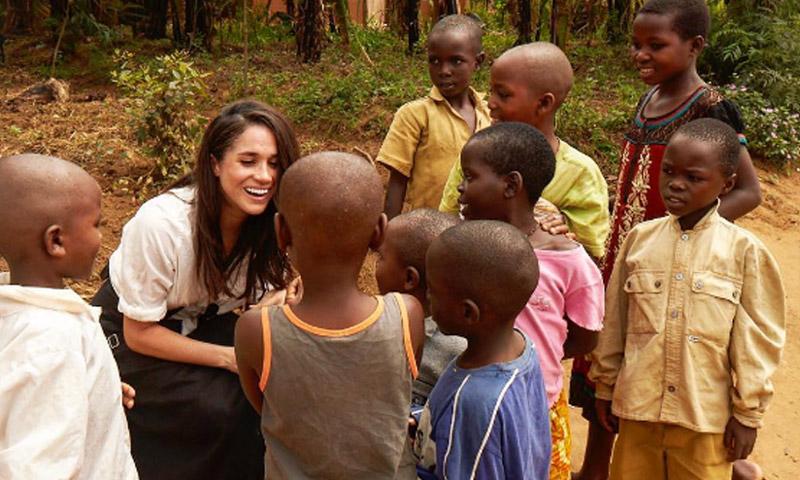 Meghan Markle sigue los pasos de Diana de Gales en una misión humanitaria en la India