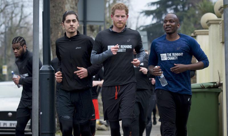 Ir por la calle y encontrarse al príncipe Harry haciendo 'running'