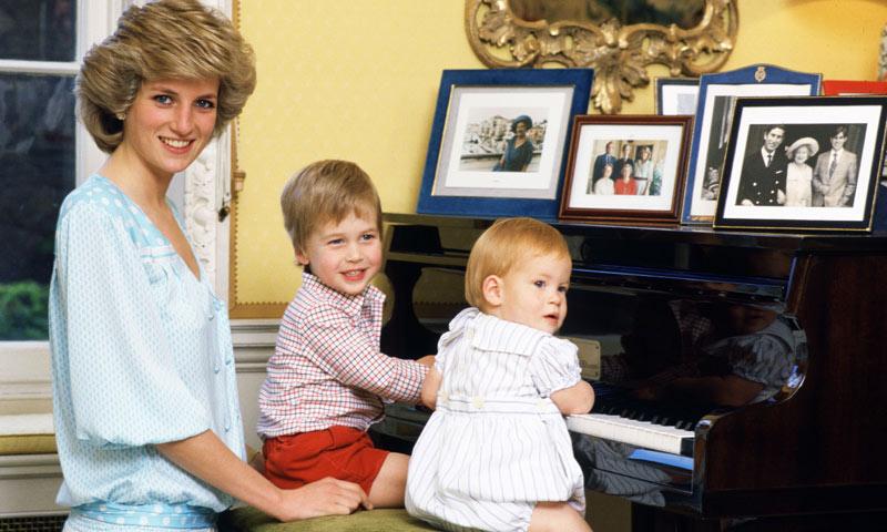 El emotivo homenaje que los príncipes Harry y Guillermo preparan para su madre, Diana de Gales