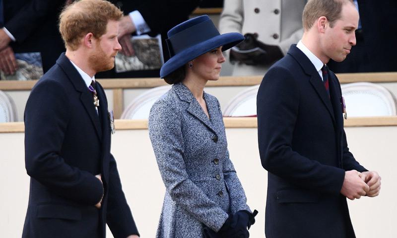 Harry de Inglaterra vuelve con los Duques de Cambridge, mientras Meghan Markle lanza mensajes inspiradores