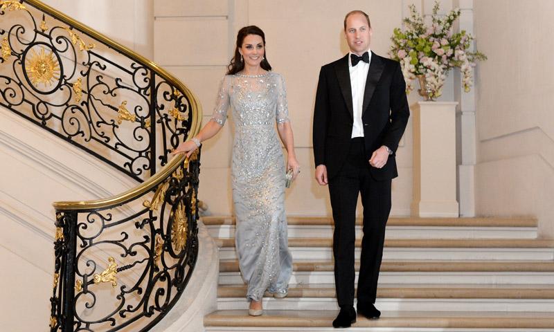'Oh là là!' La Duquesa de Cambridge, como una auténtica princesa de cuento en la noche parisina
