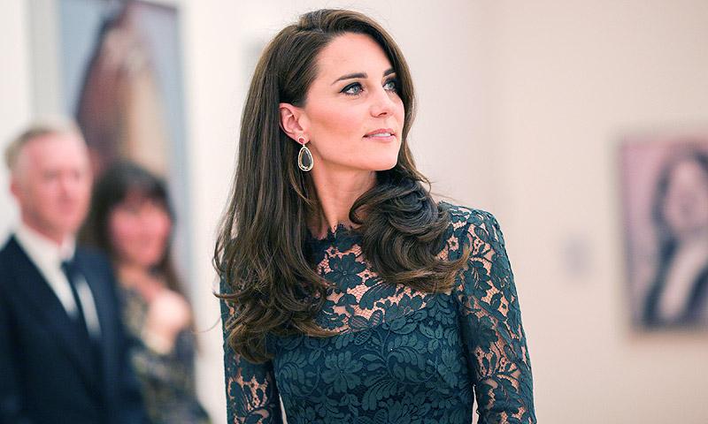 La Duquesa de Cambridge vive una improvisada 'reunión' de padres en una gala