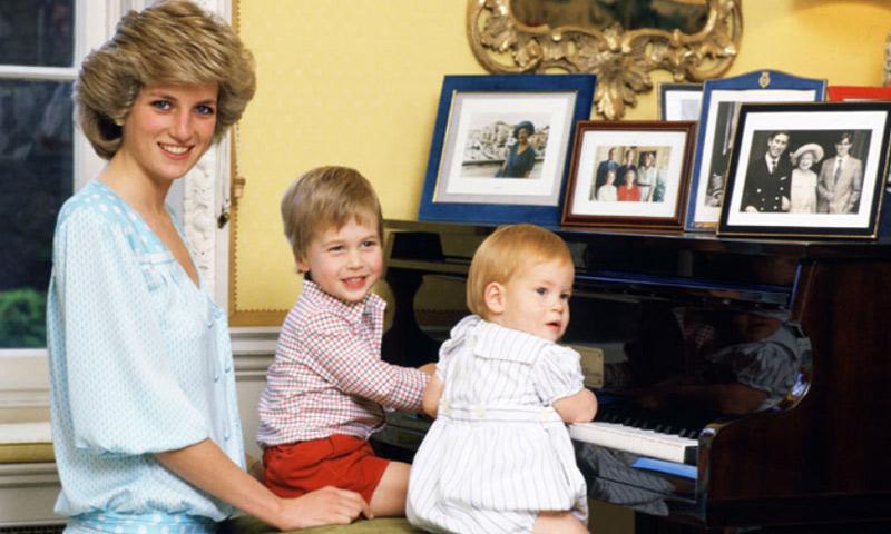 Los príncipes Guillermo y Harry revelan que la muerte de Diana de Gales los unió aún más